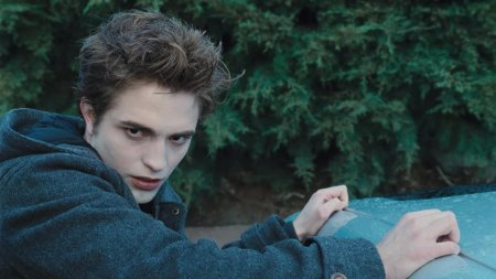 This is my fave shot of Pattinson as Edward. I don't remember seeing it in the movie though... I may have been trying to scoop the last of my slushie from the bottom of the cup at the time... damn...