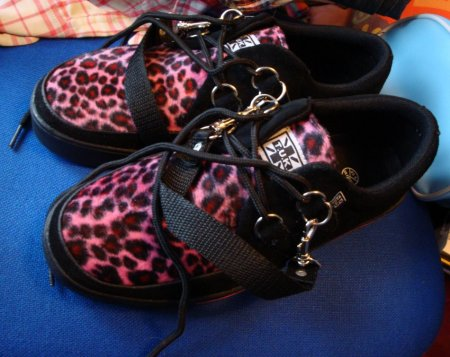 Arn't they garish!! Pink cheetah print fur! lol, I've always wanted Tuk shoes, would have prefered the red tartan, but these were the only ones of their kind in the shop, and they fit, which was amazing...