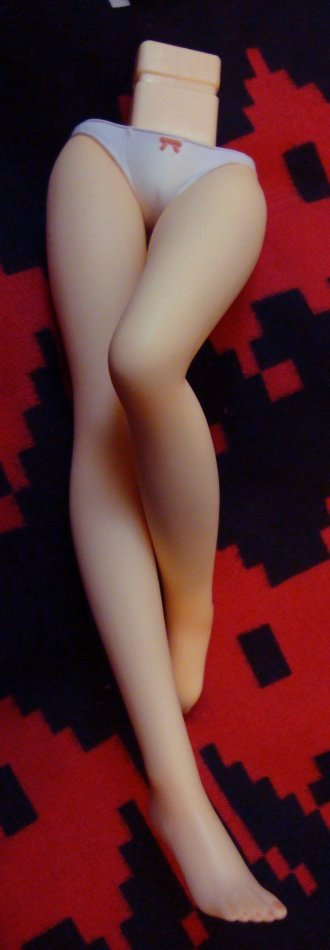 The legs have to be my favourite part, laid down like that, they look like legs on a dakimakura. They should make more dakimakura-style figures. Like the Erika Sendo kit, based on the bedsheet.