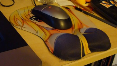 Mousepad in use, it really is comfy. I don't know if its weird or not lol, but its nice and squishy. I want more... And I hope I don't wear it out...like Danny's Haruka...
