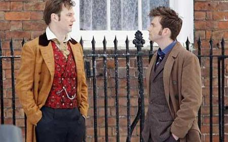 Morrissey on the left, Tennant on the right. GAWD I wish Morrissey was the next Doctor instead of Matt Smith... Morrissey had it DOWN. He did it so very well in the Xmas ep...