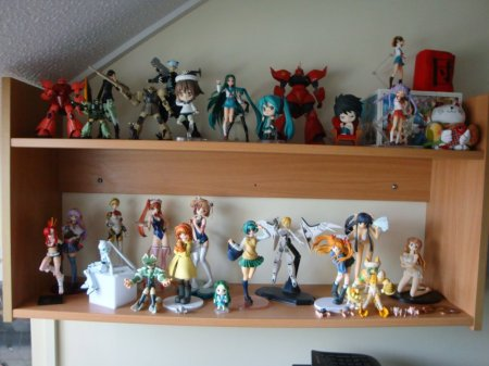My ladies! And some gentlemen, well, Lulu and L, and some of the Mobile Suits lol. Sieg Zeon!
