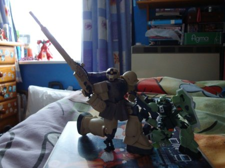 My 1/144th with my 1/200th. I love my Zaku Sniper, so purdy and not-shiney one bit. Plus his gun. The brown pigment pen worked wonders.
