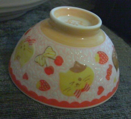 candy cat bowl side view