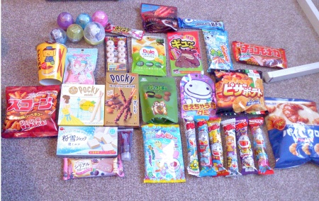 Contents of aforementioned Discovery box. I did get some extra Umaibo.... I wanted to try the Natto one again XD